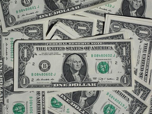 арест наличных у должника, приставы арестовали валюту, долги по кредиту