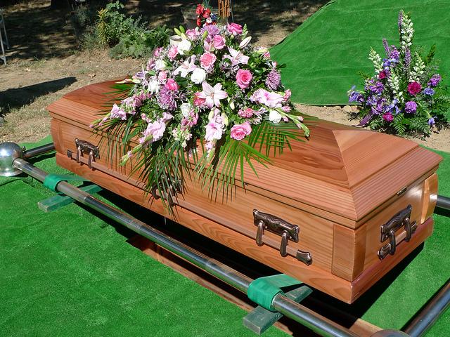 должник ритуальная служба, забрать товар у должника в счет долга, арест гробов,